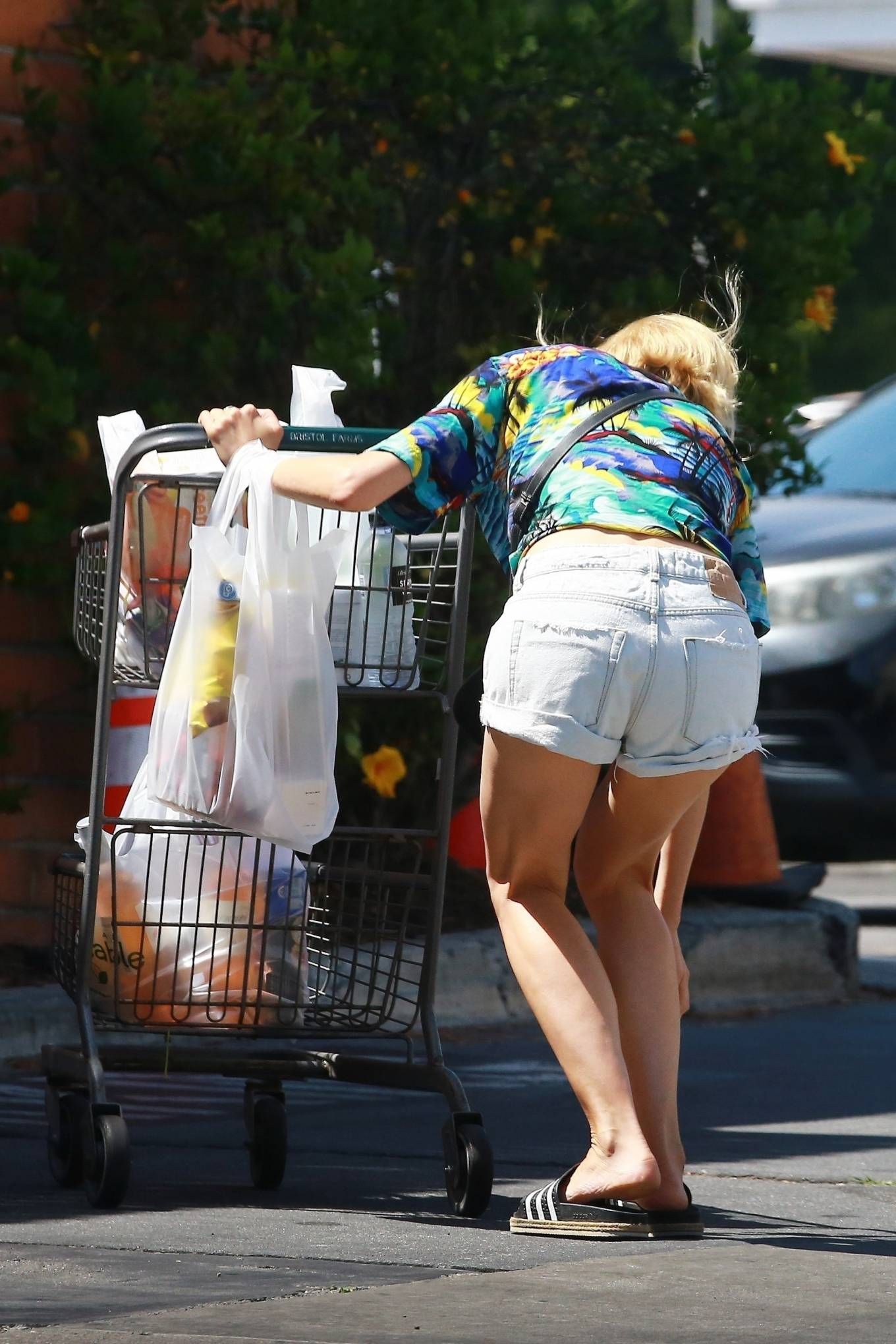 Diane Kruger in Daisy Dukes - Shopping in Los Angeles