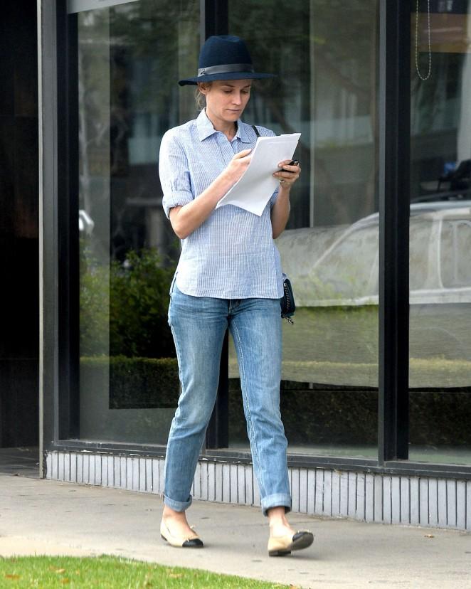 Diane Kruger in Tight Jeans -01