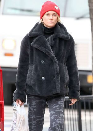 Diane Kruger shopping for groceries in Manhattan
