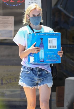 Diane Kruger - Stocks up on Blue Agave tequilana in Los Angeles
