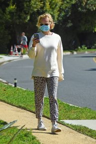 Diane Kruger - Takes a break from quarantine in Los Angeles