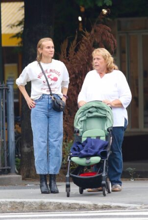 Diane Kruger - Walk with her mom in New York City