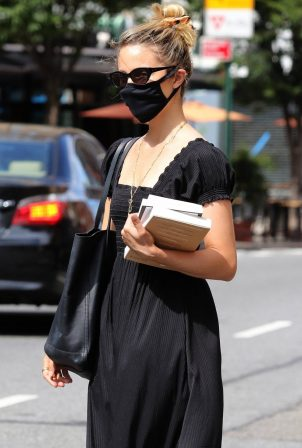 Dianna Agron - Spotted without her wedding ring while out in Downtown Manhattan