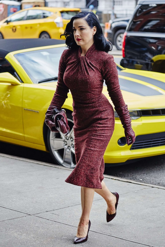 Dita Von Teese - Arriving at her hotel in New York City