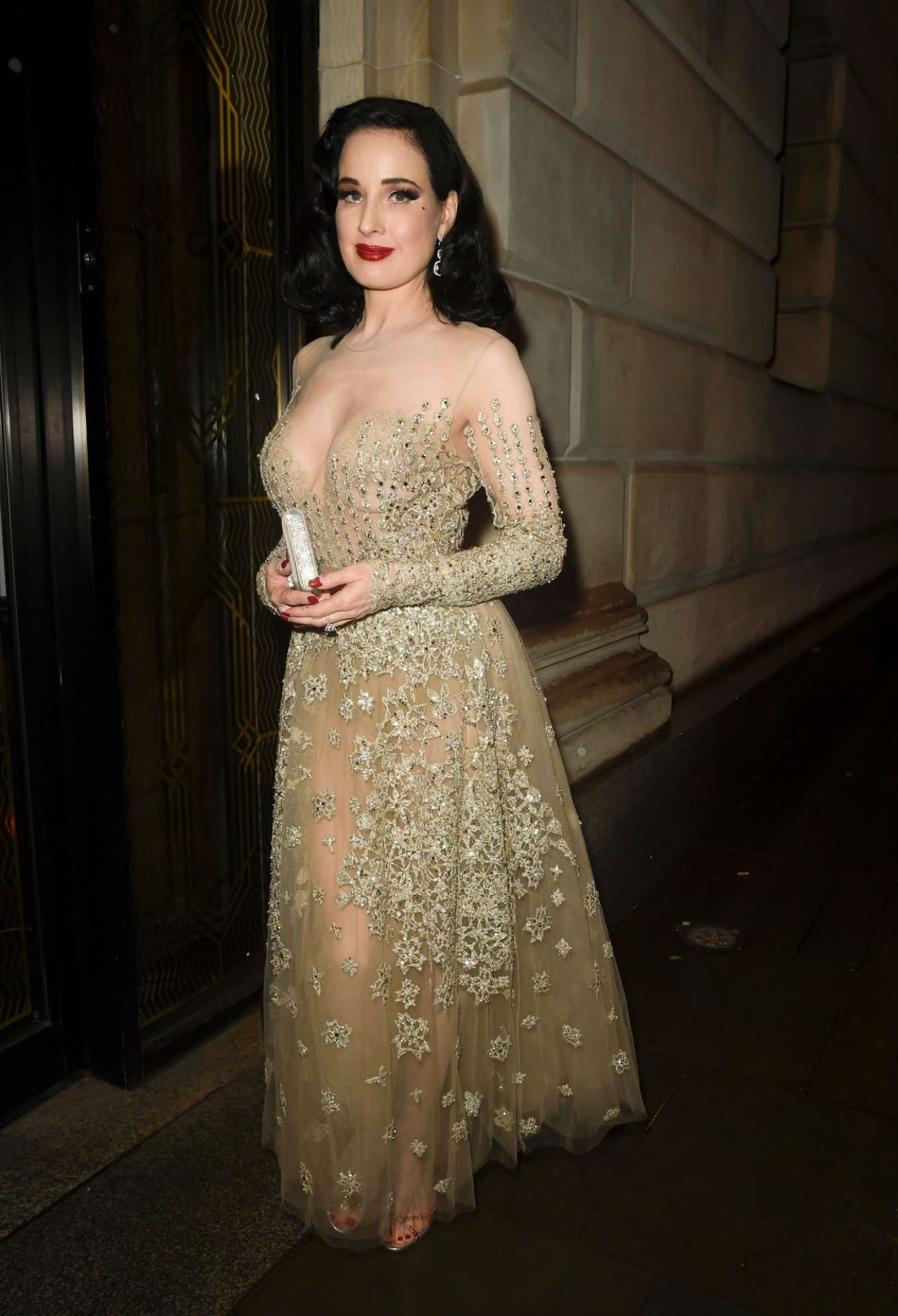 Dita Von Teese - Arriving back at her Hotel in Manchester