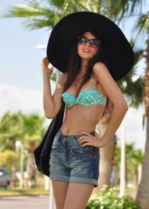 Doina Ciobanu hot in bikini-03