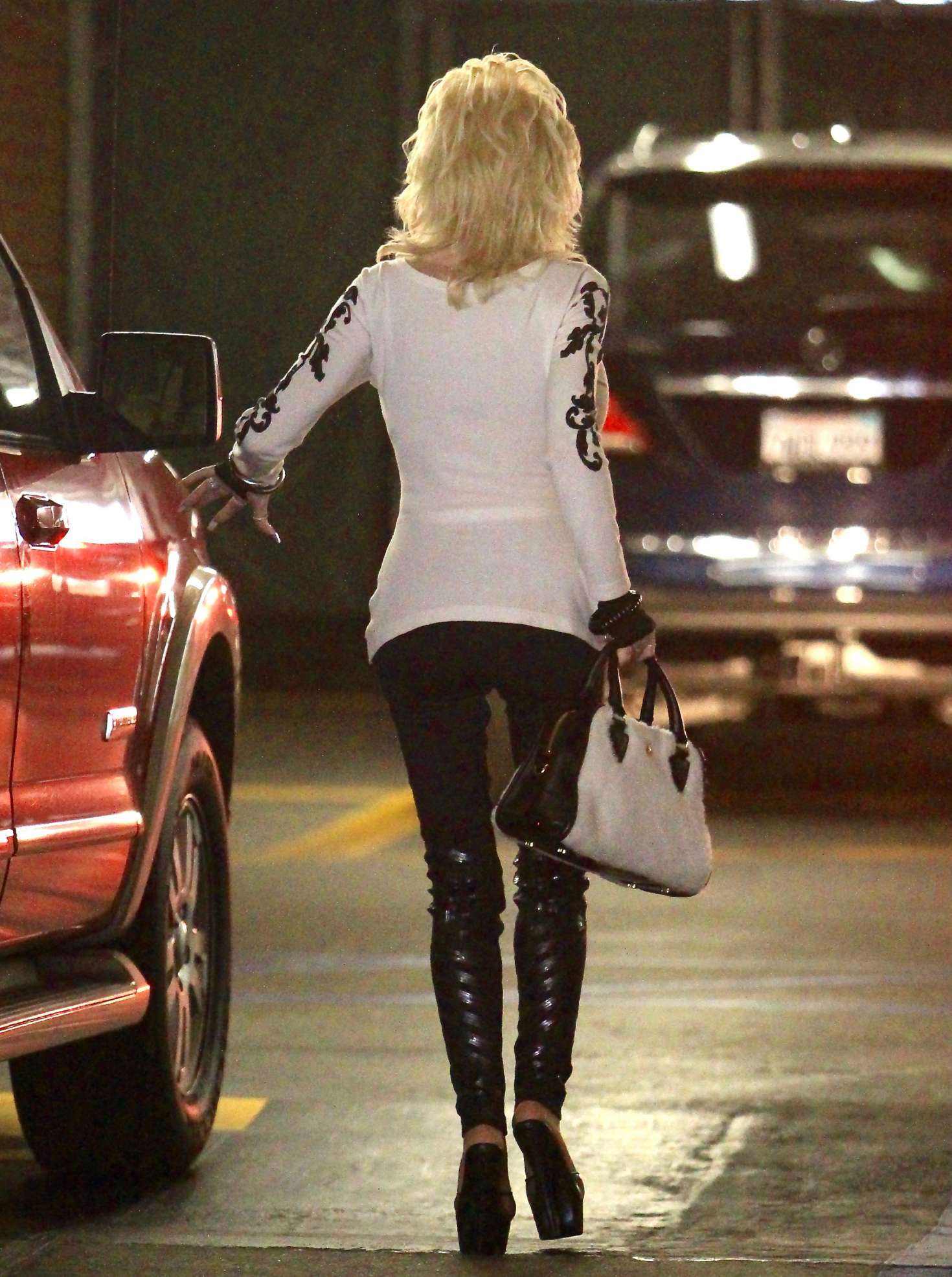 Dolly Parton Heading to the doctors office -09 - GotCeleb