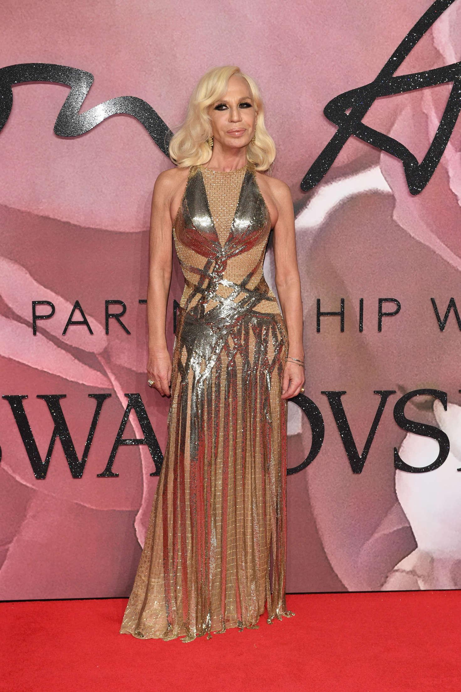Lady Gaga vamps it up at Fashion Awards - Capital 81