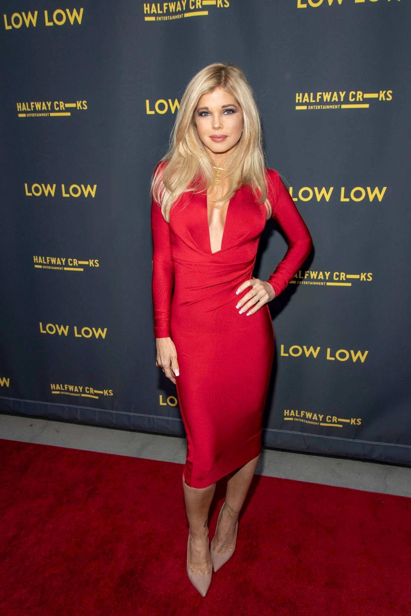 Donna D'Errico 2019 : Donna DErrico – Low Low premiere photocall at the ArcLight Hollywood in Los Angeles -04