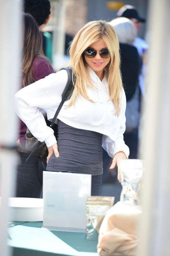 Donna D'Errico - Shopping at Farmer's Market in Studio City
