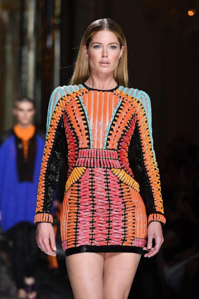 Doutzen Kroes – Balmain Runway 2017 Paris Fashion Week in Paris