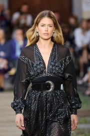 Doutzen Kroes - Etro Runway Show at Milan Fashion Week