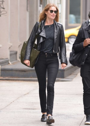 Doutzen Kroes in Tight Jeans Out in Soho