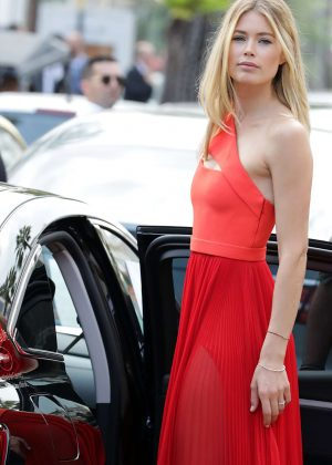 Doutzen Kroes Leaving Martinez hotel in Cannes
