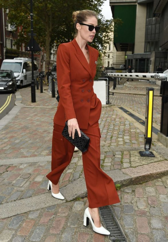 Doutzen Kroes - Leaving the One Young World Summit in London