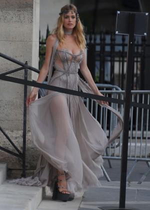 Doutzen Kroes - Versace Fashion Show in Paris