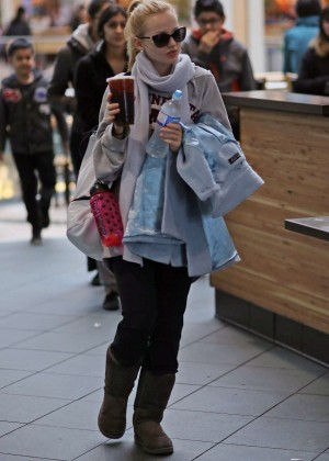 Dove Cameron - Airport in Vancouver