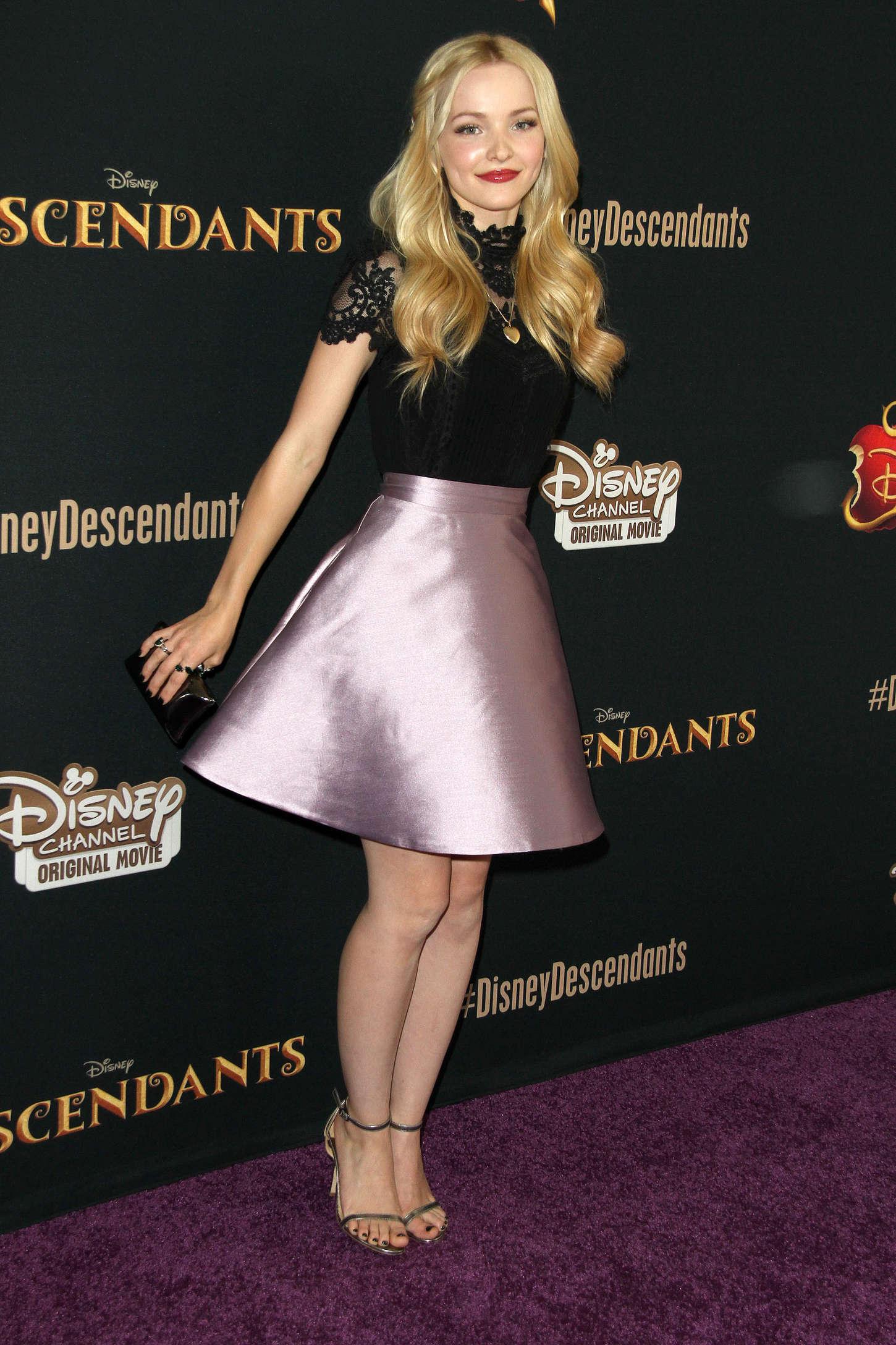 Dove Cameron - 'Descendants' Premiere in Burbank