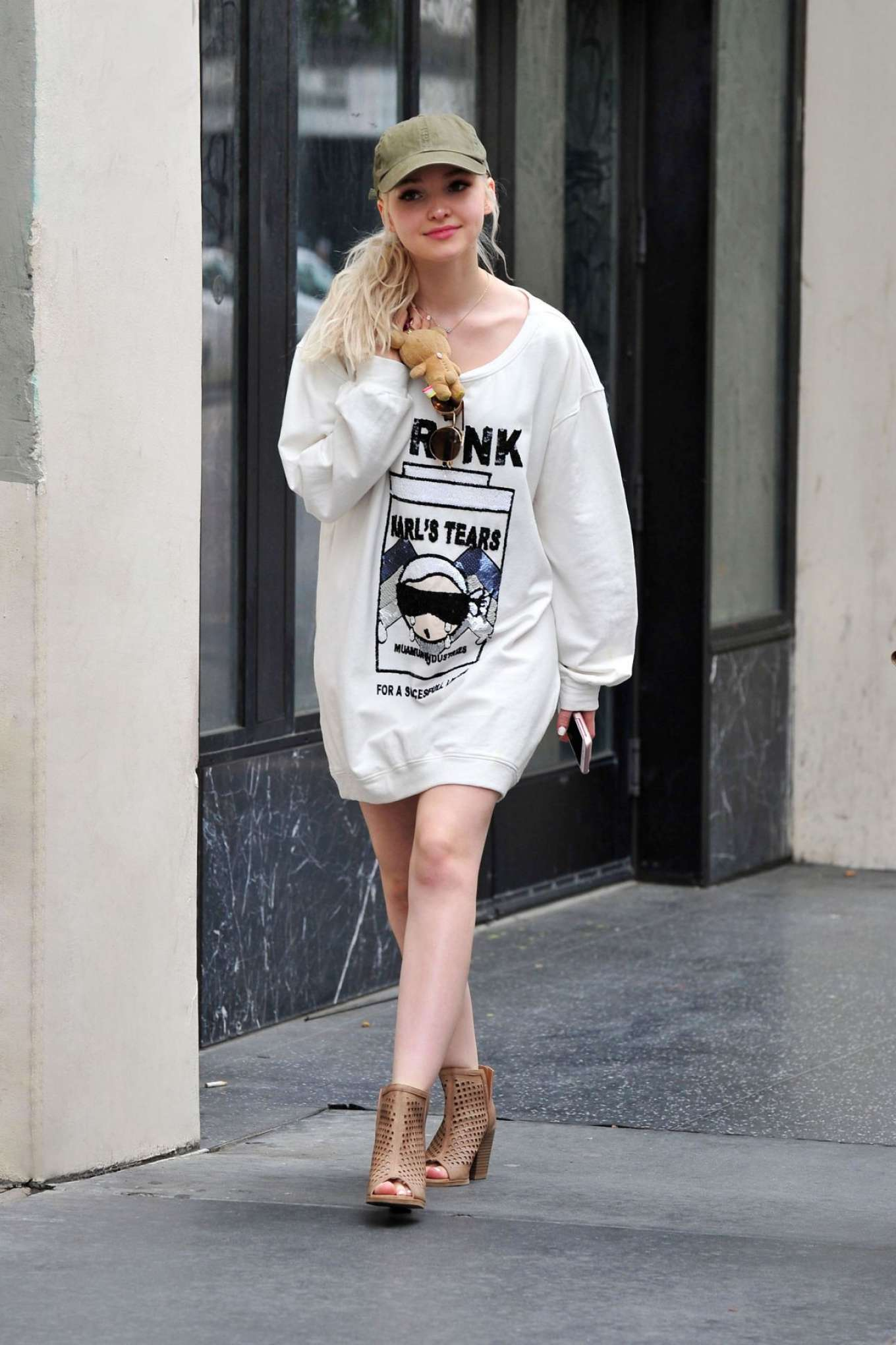 Dove Cameron 2017 : Dove Cameron Out in Los Angeles -07