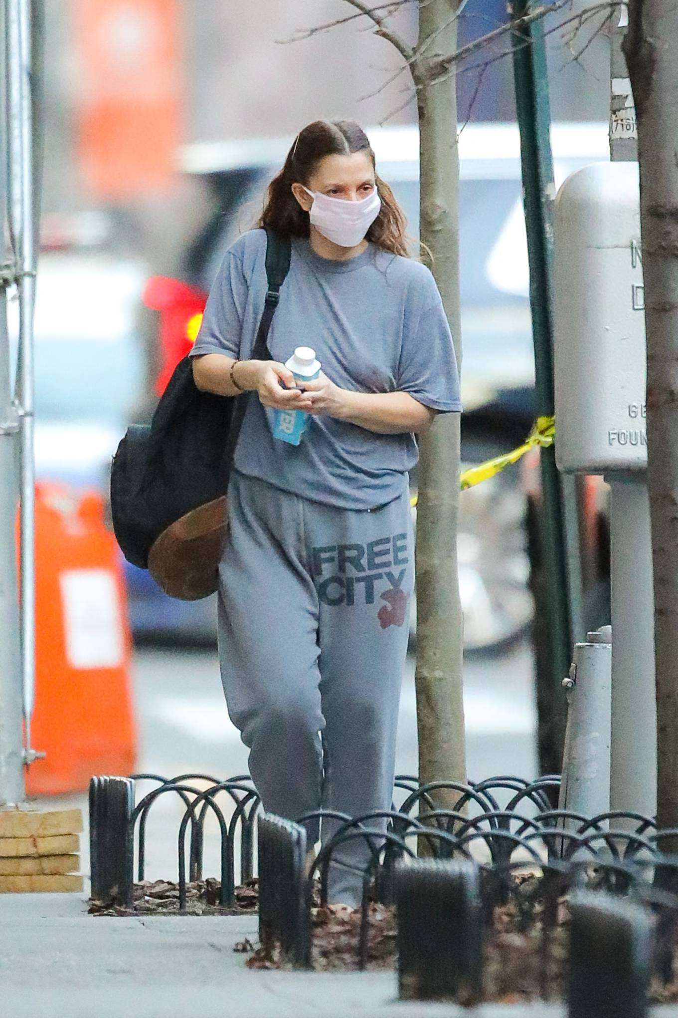 Drew Barrymore 2021 : Drew Barrymore – Goes barefoot while out and about in New York-09