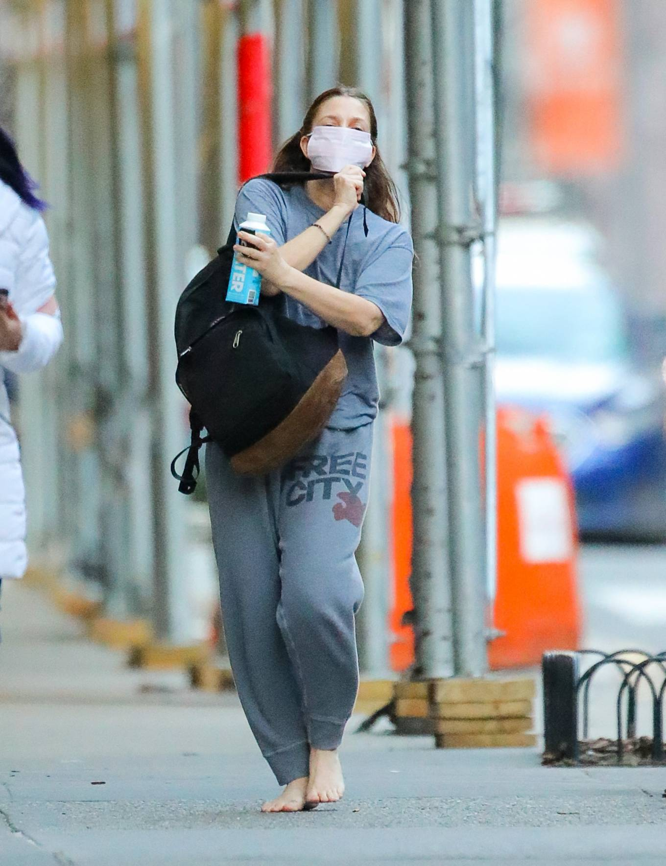 Drew Barrymore 2021 : Drew Barrymore – Goes barefoot while out and about in New York-10