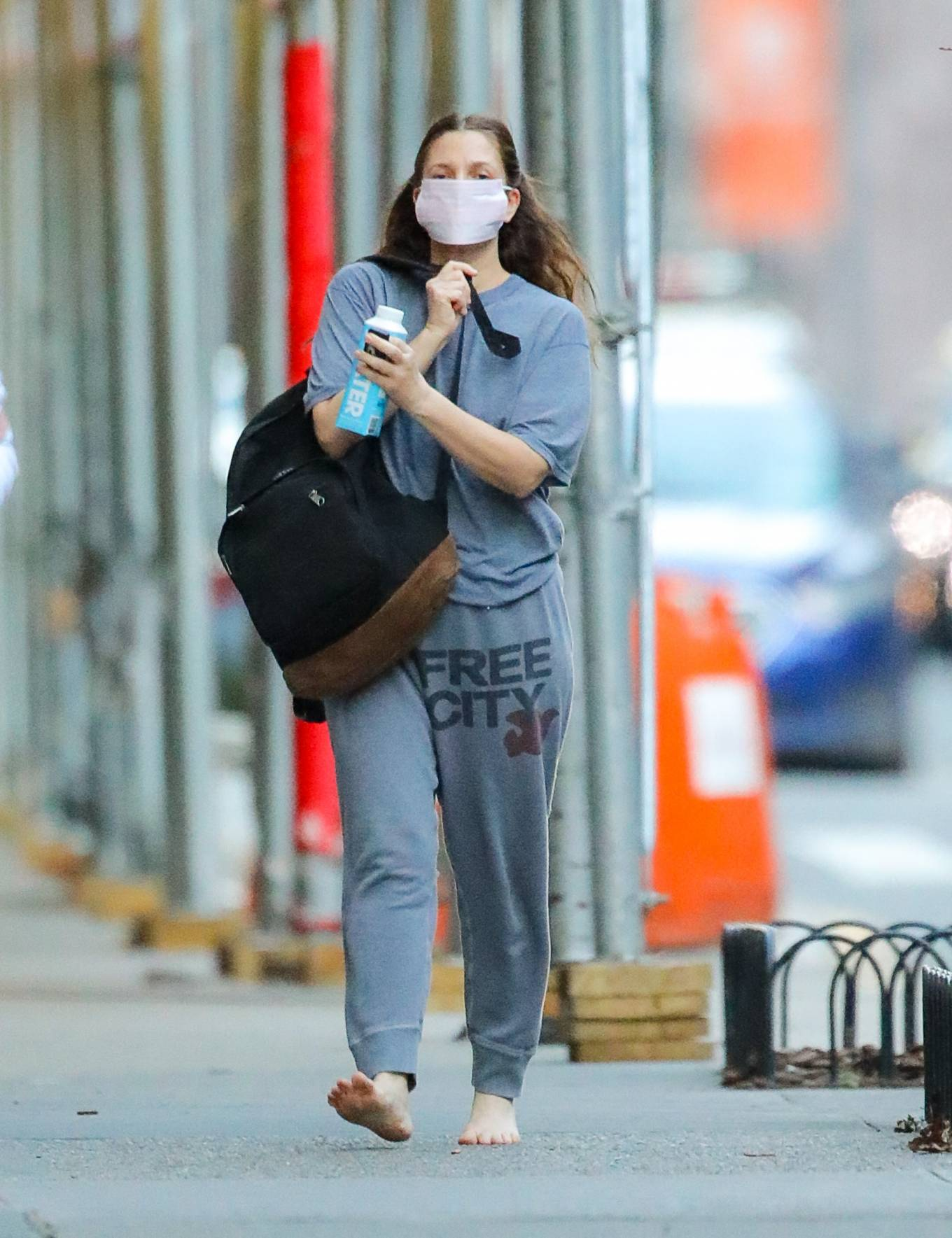 Drew Barrymore 2021 : Drew Barrymore – Goes barefoot while out and about in New York-13