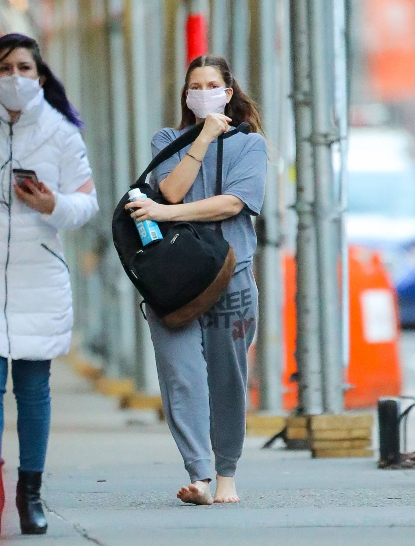Drew Barrymore 2021 : Drew Barrymore – Goes barefoot while out and about in New York-14