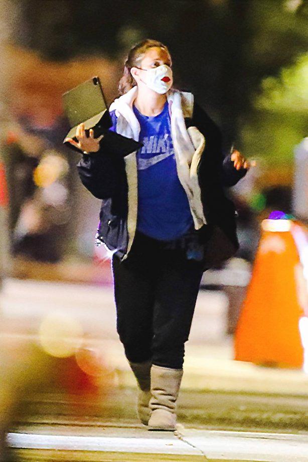 Drew Barrymore - Walks through Central Park in New York
