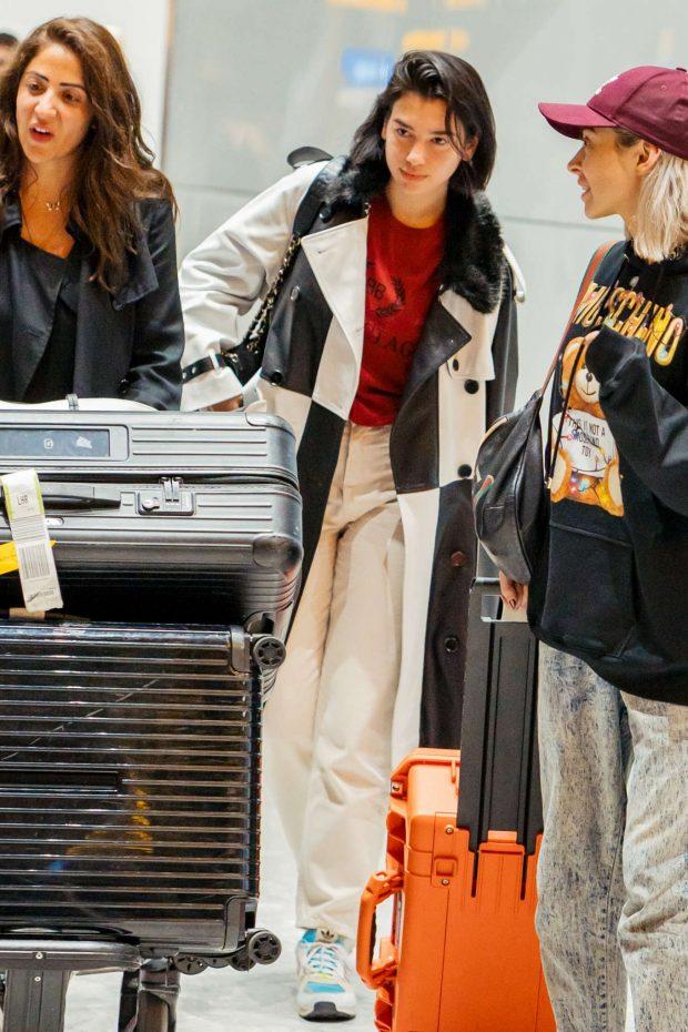 Dua Lipa 2019 : Dua Lipa: Arrives at Heathrow Airport-09