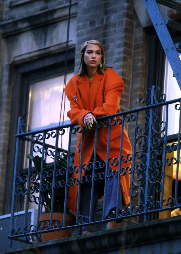 Dua Lipa - Filming her new music video in Williamsburg, Brooklyn