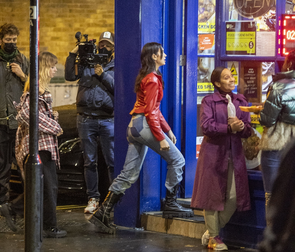 Dua Lipa 2020 : Dua Lipa – Filming new music video in East London-16