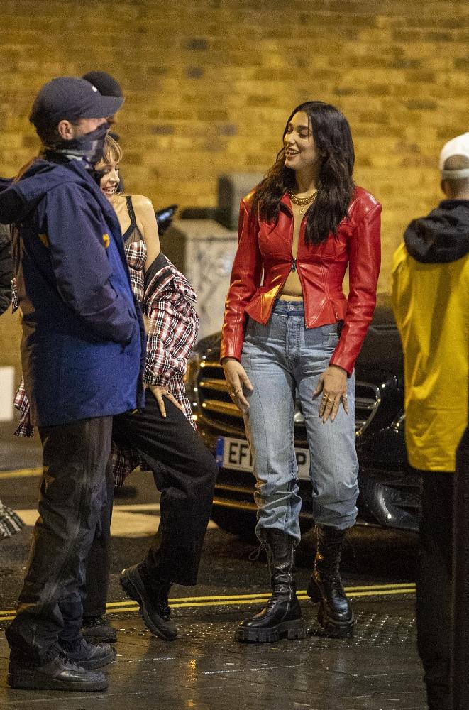 Dua Lipa 2020 : Dua Lipa – Filming new music video in East London-22