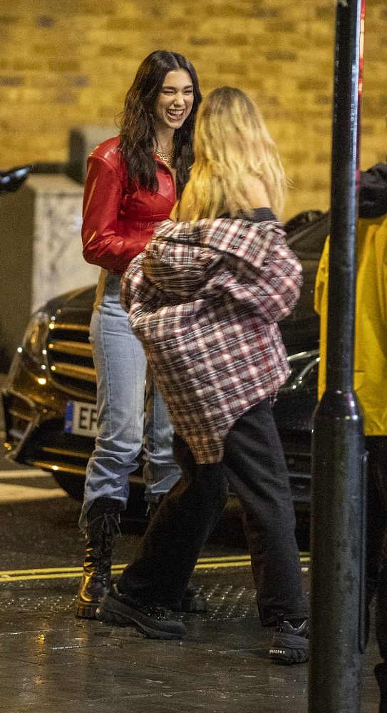 Dua Lipa 2020 : Dua Lipa – Filming new music video in East London-26