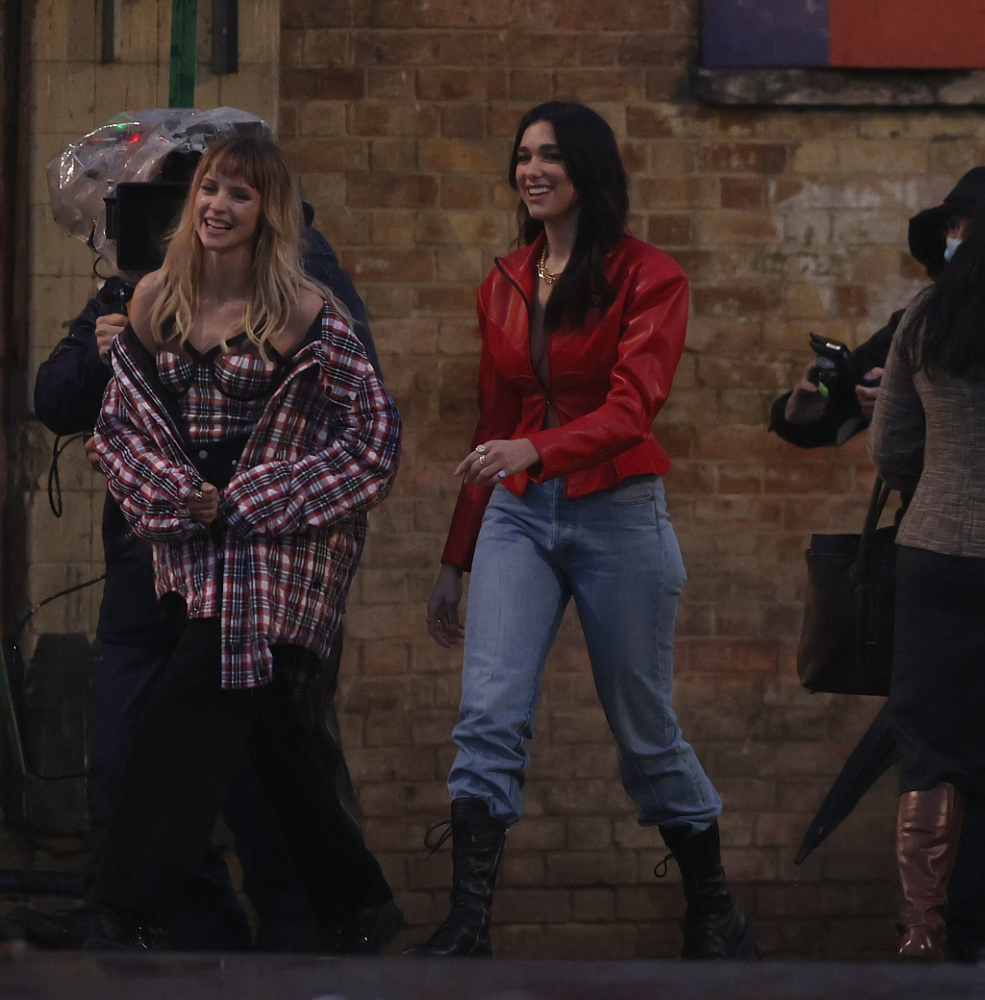 Dua Lipa 2020 : Dua Lipa – Filming new music video in East London-49