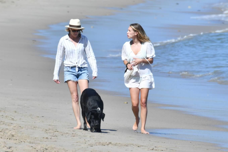 Dylan Penn and Robin Wright - On a beach in Malibu-03