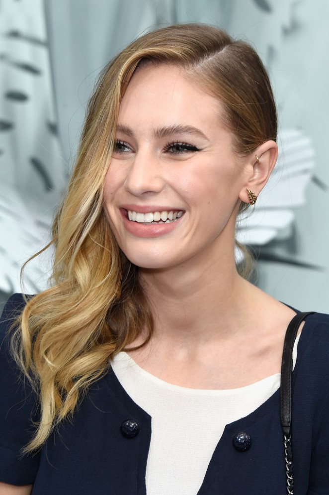 Dylan Penn - Chanel Fashion Show 2015 in Paris