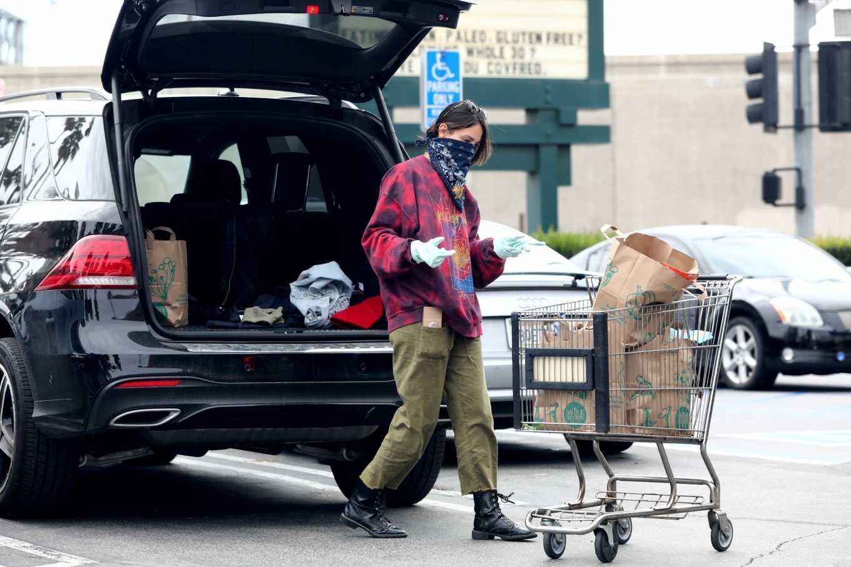 Eiza Gonzalez 2020 : Eiza González wears a Mask for the Grocery Store-04