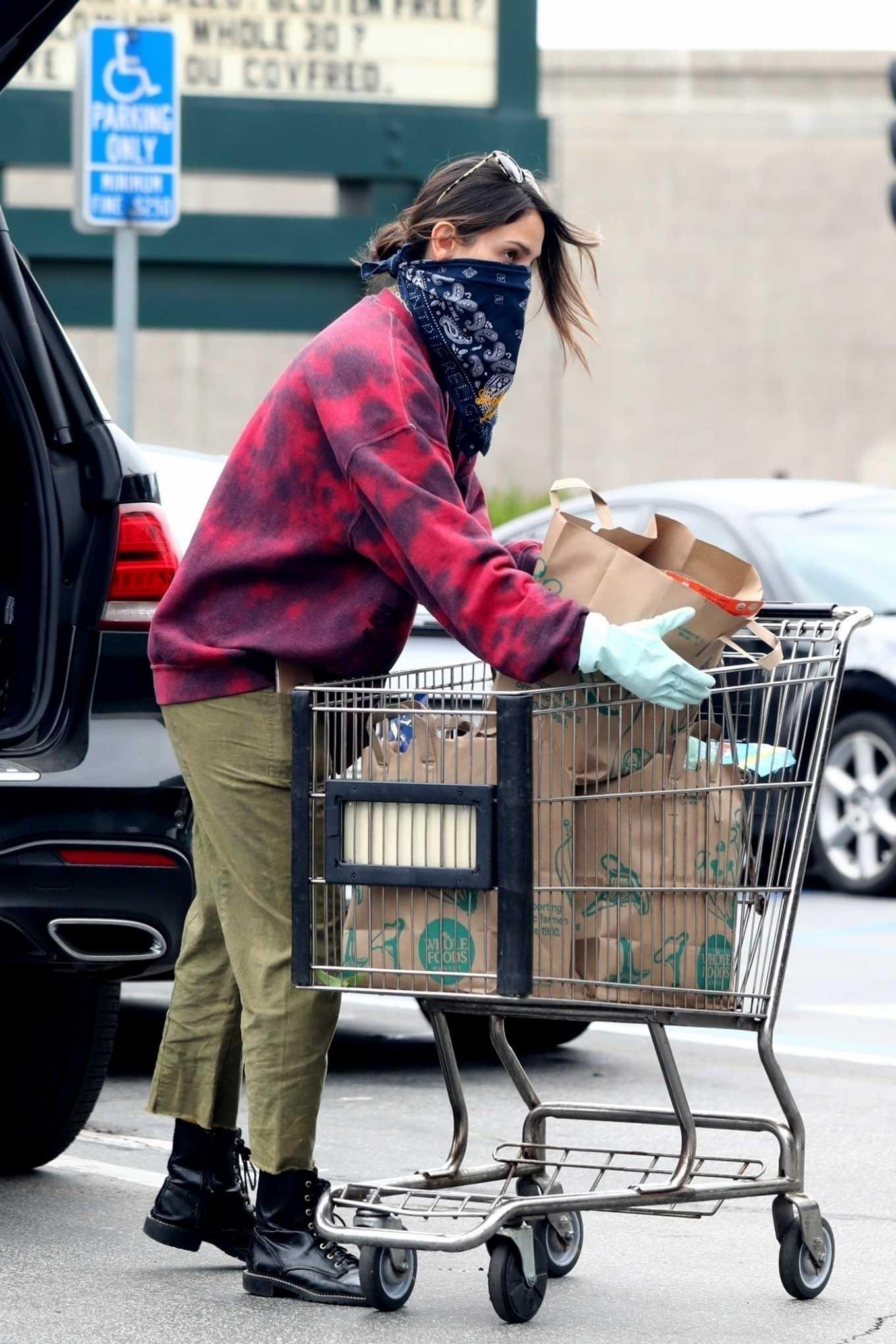 Eiza Gonzalez 2020 : Eiza González wears a Mask for the Grocery Store-07