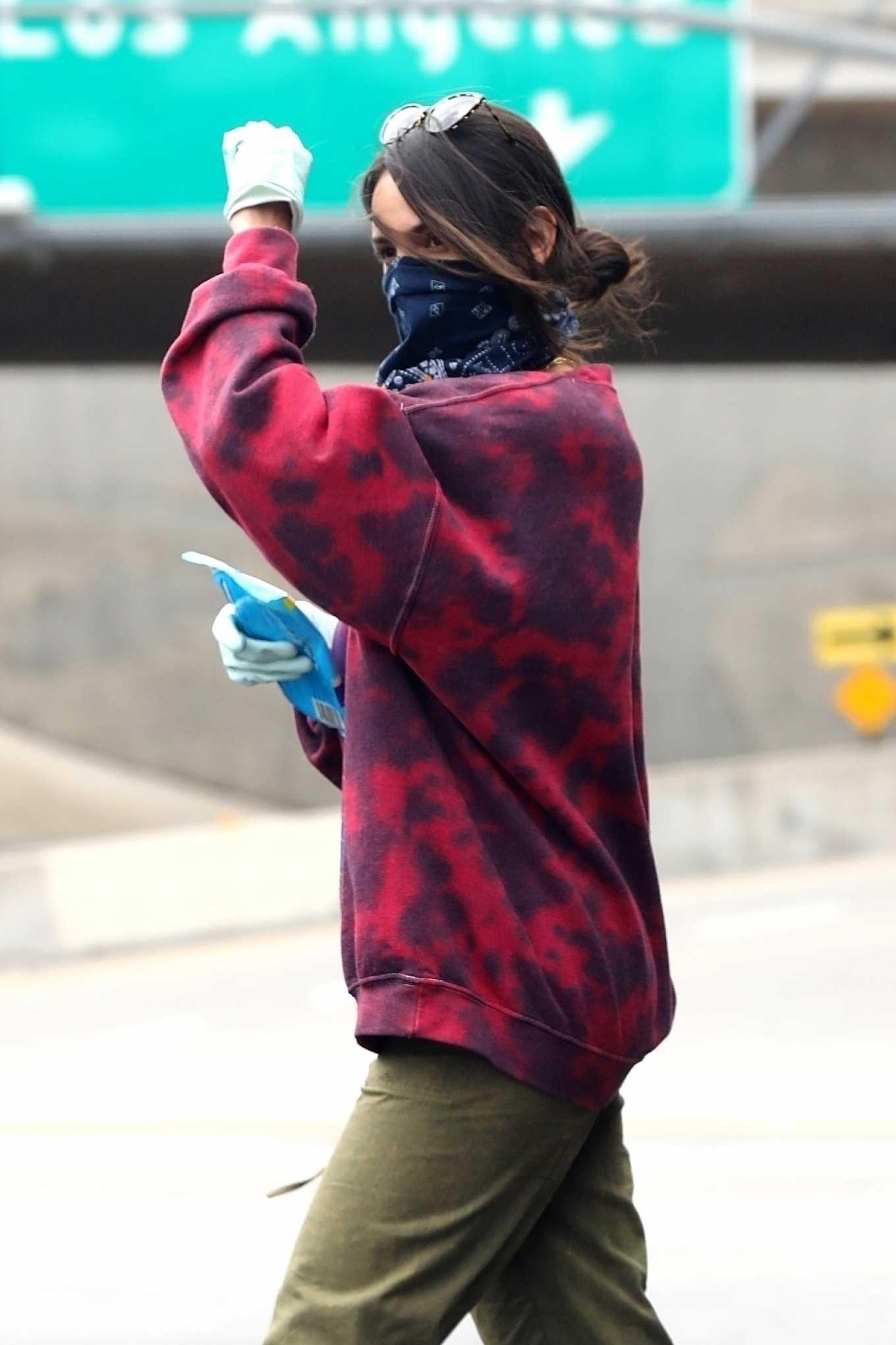 Eiza Gonzalez 2020 : Eiza González wears a Mask for the Grocery Store-10