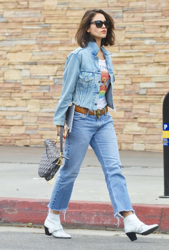 Eiza Gonzalez 2019 : Eiza Gonzalez – Out for lunch in Studio City-19
