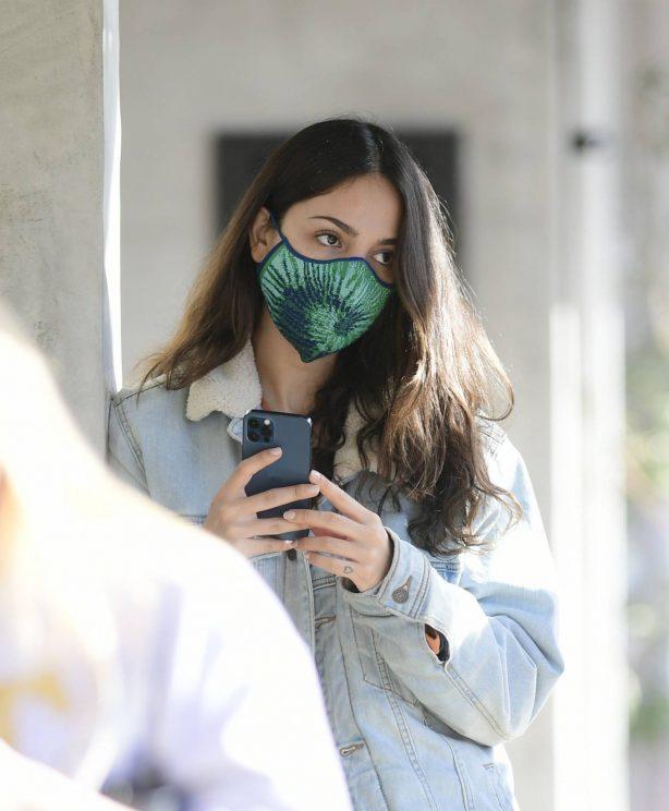 Eiza Gonzalez - Seen getting coffee in West Hollywood