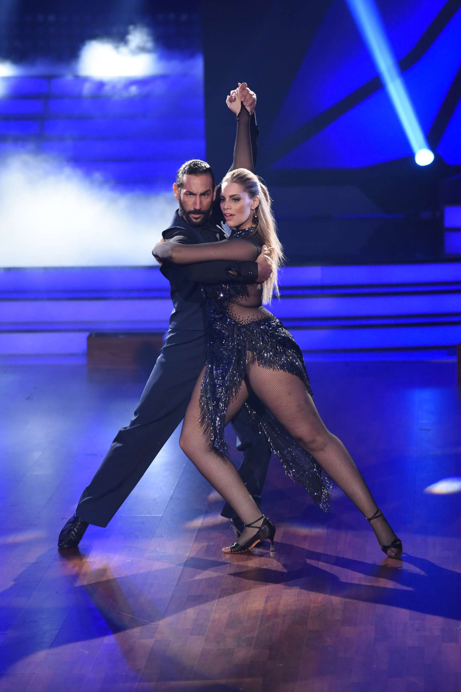 Ekaterina leonova lets dance rtl live tv show 01 gotceleb for Rtl spiegel tv live