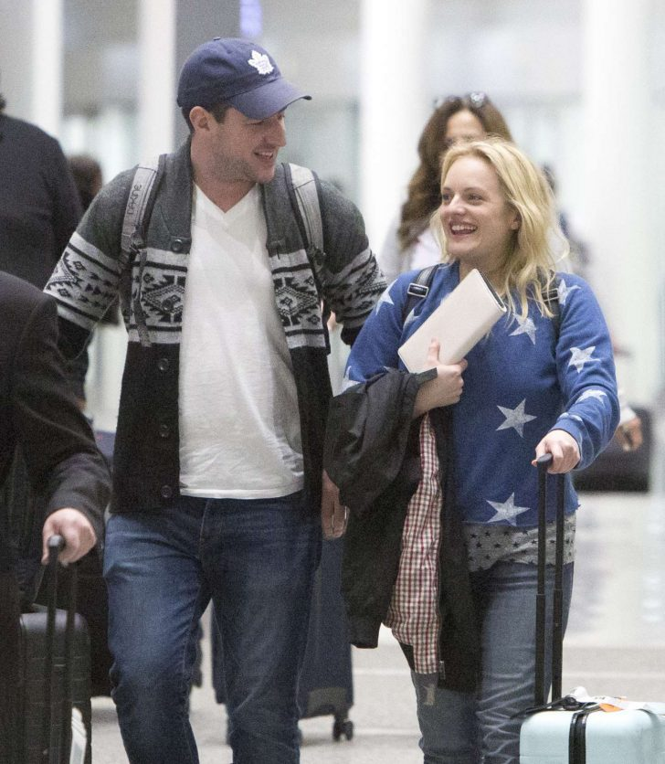 Elisabeth Moss - Arriving at Airport in Toronto