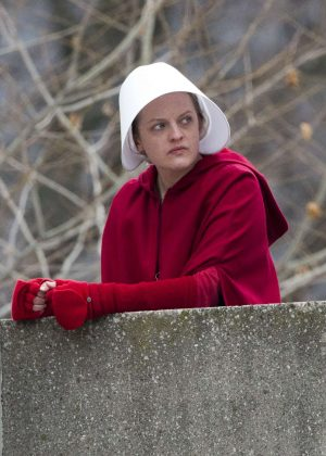 Elisabeth Moss - Filming scenes for 'The Handmaid's Tale' in Toronto