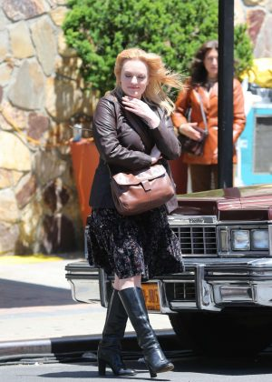 Elisabeth Moss - Filming 'The Kitchen' in Brooklyn