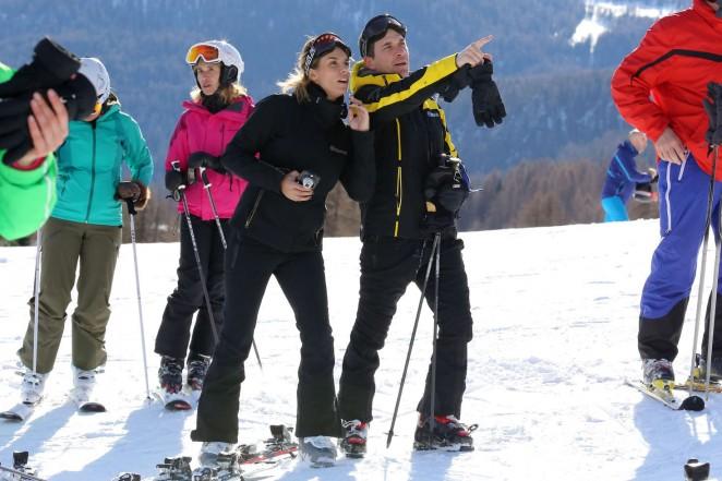Elisabetta Canalis and Brian Perri Skiing in Cortina DAmpezzo -03