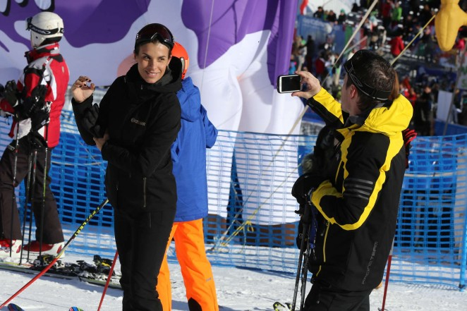 Elisabetta Canalis and Brian Perri Skiing in Cortina DAmpezzo -05
