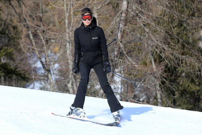 Elisabetta Canalis and Brian Perri Skiing in Cortina DAmpezzo -09