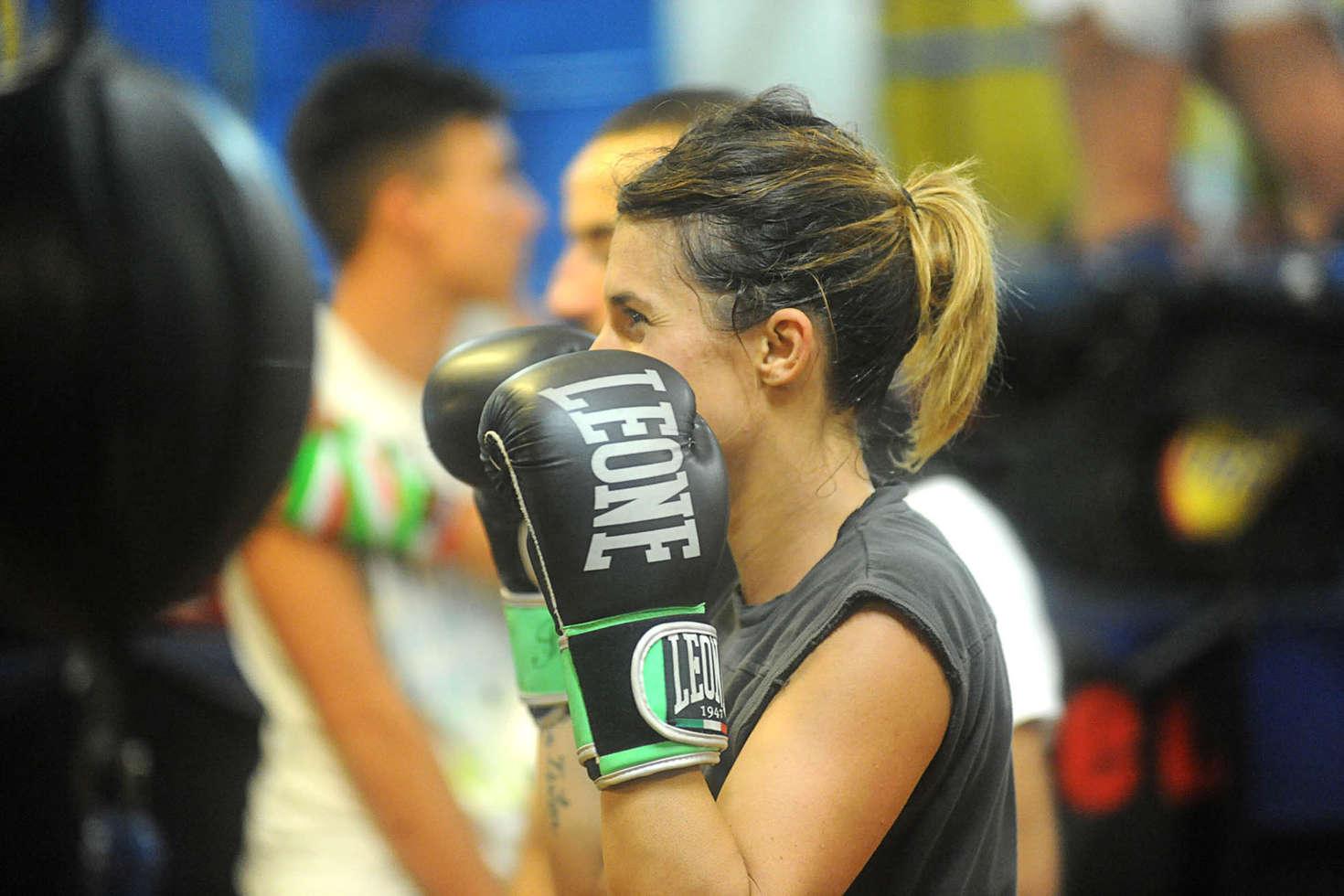 Elisabetta canalis kickboxing in the gym 19 gotceleb for Gimnasio 19