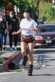Elisabetta Canalis - Looks sporty on Kangoo Jumps